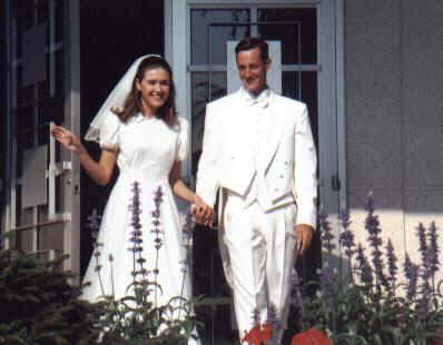 Amanda & Enoch at Idaho Falls Temple, July 29, 2000