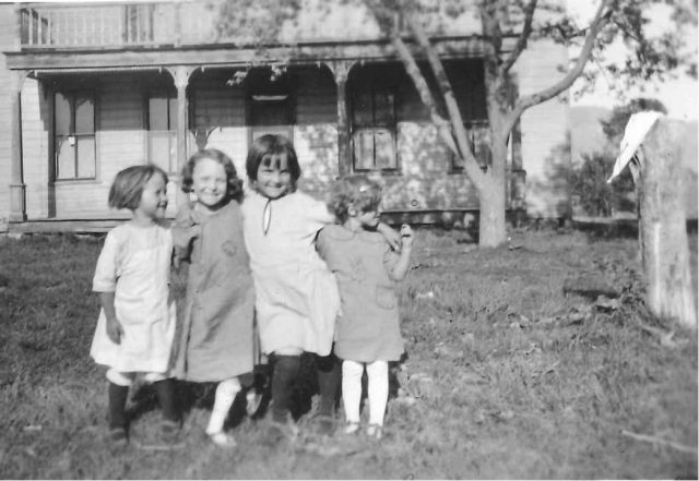 Ann, Edna, Martha, Edra, in front of the home of John Edward Thomas & Annie Shelton Obray