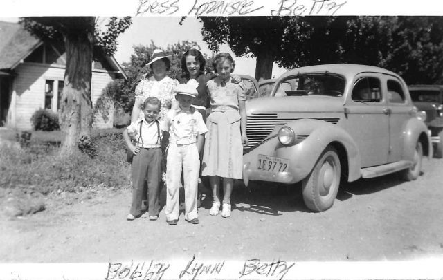 Left to right (front row): Bobby, Lynn. Left to right (back row): Bess, Louise, Betty
