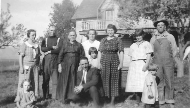 Left to right: Edna (seated), Stell, George Richman (suspenders), Annie Obray Thomas, Nate (crouching), Martha (girl), Matt, Marie, Boston, Leon, Reta (girl). See back of picture.