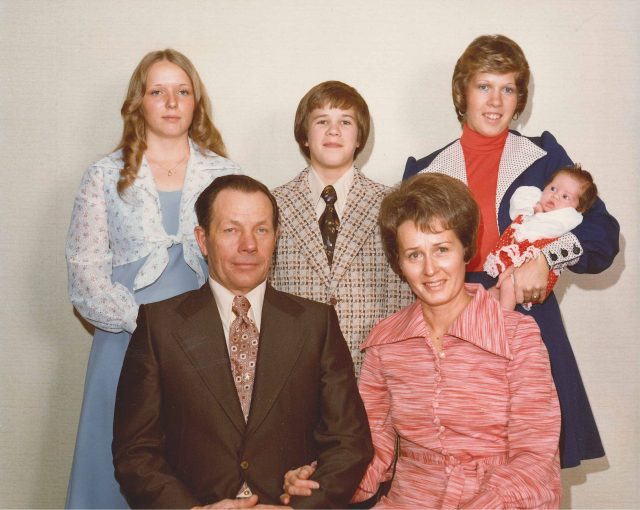 Family-Don-Merle-Teri-David-Donna-Krista-Dec1975