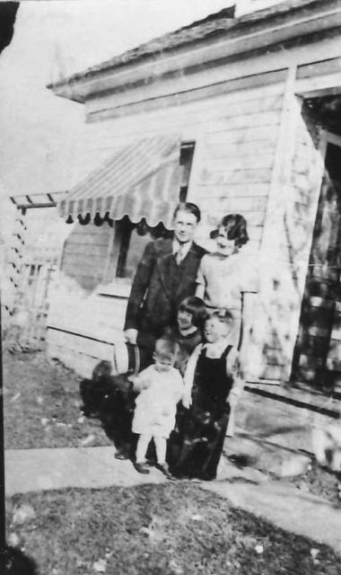 "Francis Leland ""Jim"" Seely, Grace Thompson Seely, and kids (probably Glen, Joyce, Lee)"