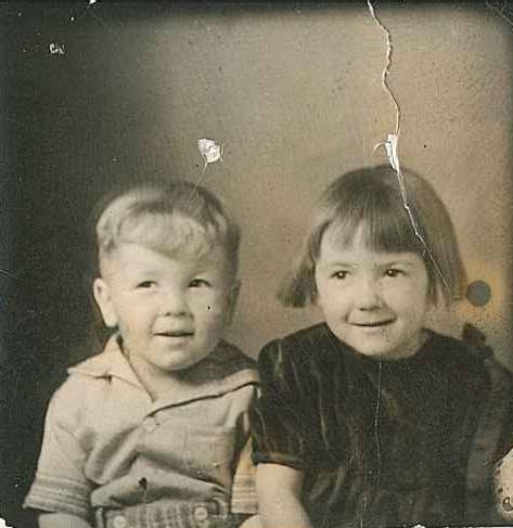 Joyce Seely (4 years old) and her brother Glen (3 years old)