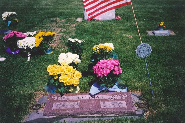 Headstone of Leon Sinfield Richman and Boston Obary Thomas on Memorial Day in Paradise, Utah
