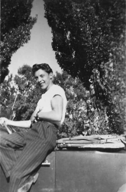 Lynn Richman and his car in September 1946