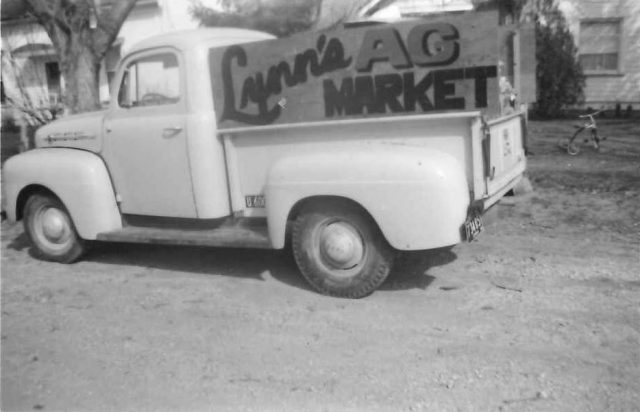 Lynn's truck Dec 1953 with Lynn's AG Market side boards