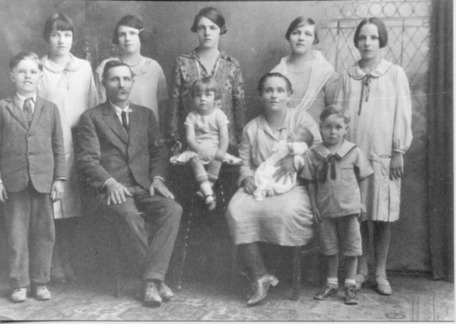 John Victor & Sarah Ellen Samuelson family in 1926. Back row (left to right): Thora, Mary Frieda, Mildred Matilda, Carrie, Alda Revo; front row (left to right):  John Alfred, John Victor, Emma Euleda, Sarah Ellen Lambson, Gloria (baby), Almon Marion.
